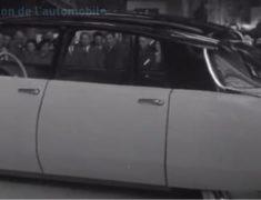 La nouvelle Citroën DS au salon de l'auto de 1955